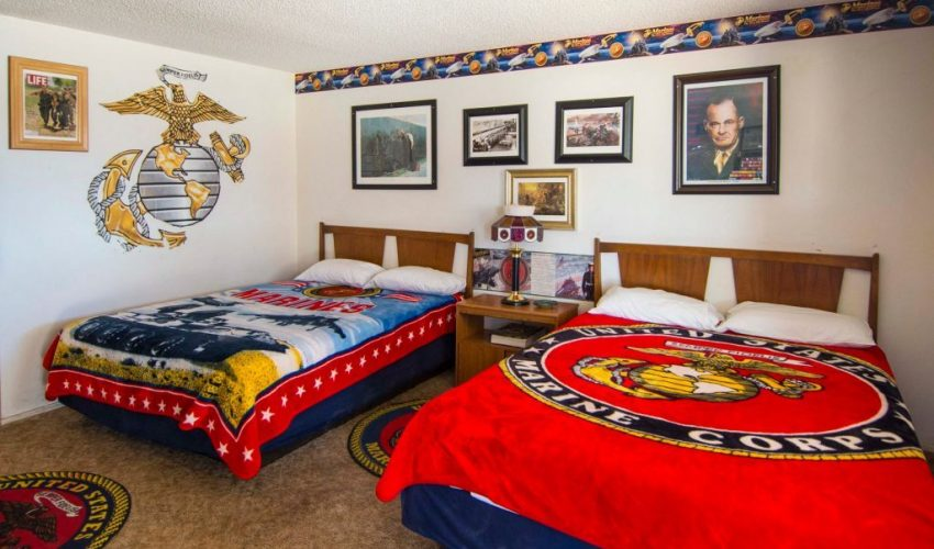 Image of the US Marines room with themed bedsprads and the motto Semper Fidelis on the wall